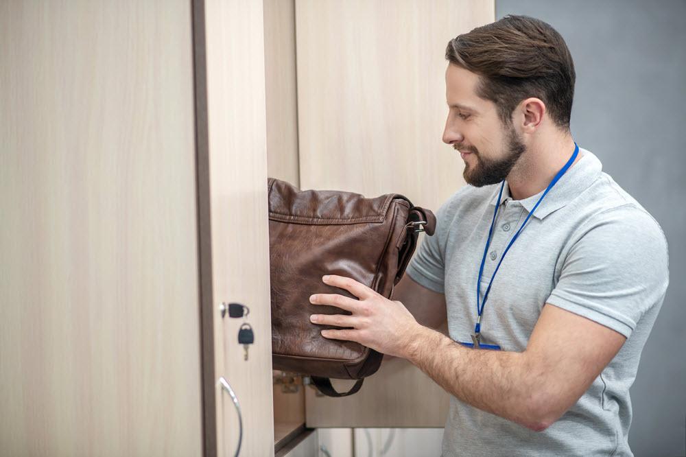 ¿Debe tu empresa poner taquillas en los vestuarios?
